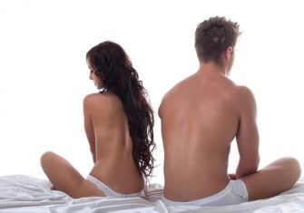 生理中にセックスしても大丈夫?性行為によるデメリットが怖い理由